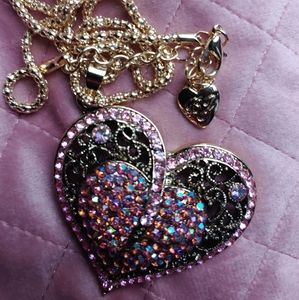 Betsey Johnson heart pendant necklace